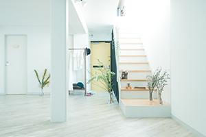 栃木県宇都宮市のフォトスタジオ、イマピクトの1F〜2F階段。