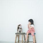 りおんちゃん2歳、チワワのメルと一緒に撮影