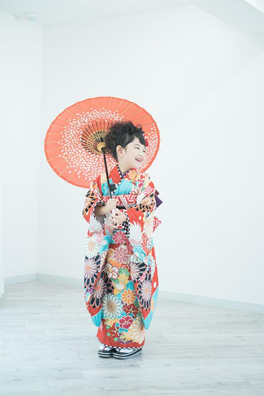 さあやちゃん7歳、七五三、番傘、JAPAN STYLEの着物で