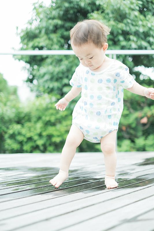 がくくん、1歳6ヶ月!2Fテラスにて。水遊び、びちゃびちゃ