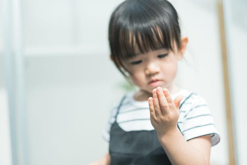 りおんちゃん、2歳!手に汚れがつく