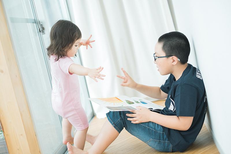 たまきちゃん、2歳キッズ、バースデー!はらぺこあおむしダンス