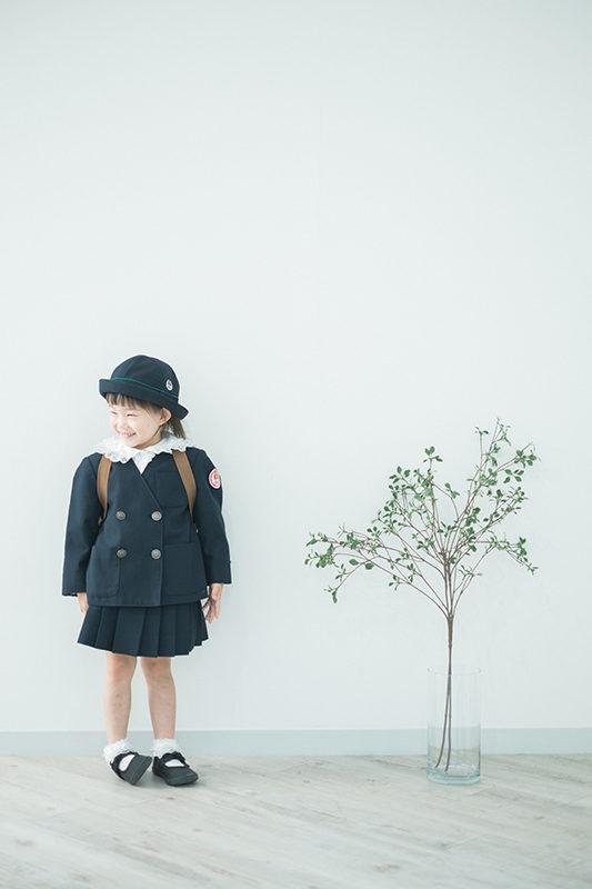 まこちゃん、入園。園服で。