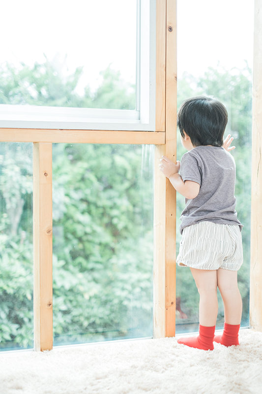 そうすけくん、3歳!外を眺める
