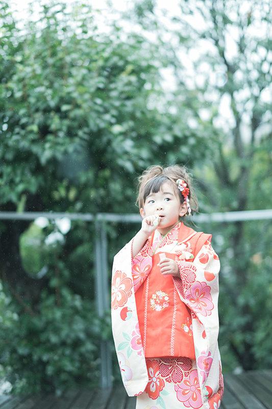 きいちゃん、3歳七五三!雨でも元気に外で遊ぶ