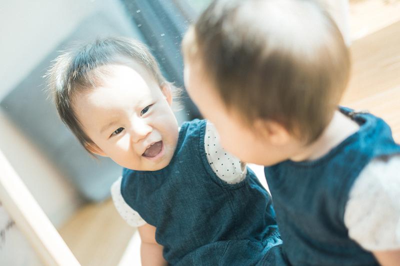 みのりちゃん!1歳のバースデー!鏡を見て笑顔