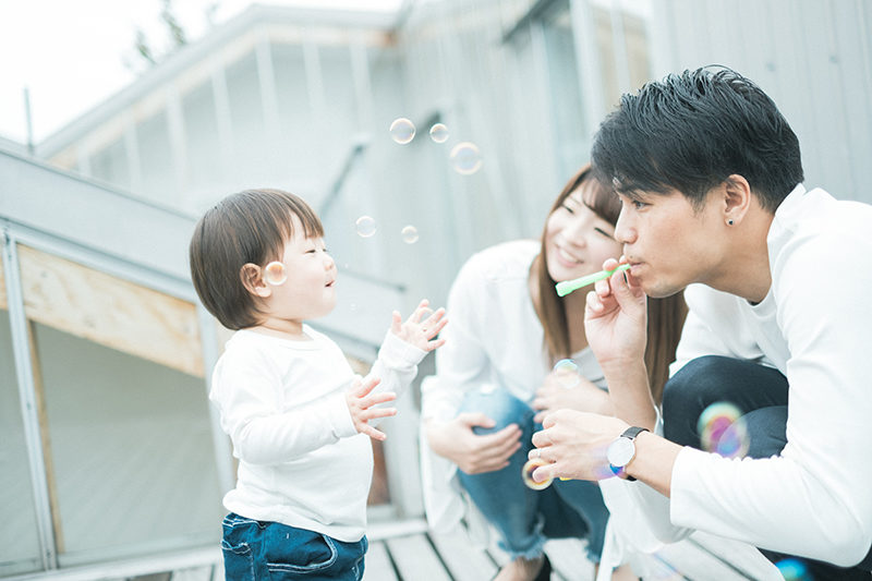 えみちゃん、キッズ、1歳バースデーフォト!テラスでシャボン玉