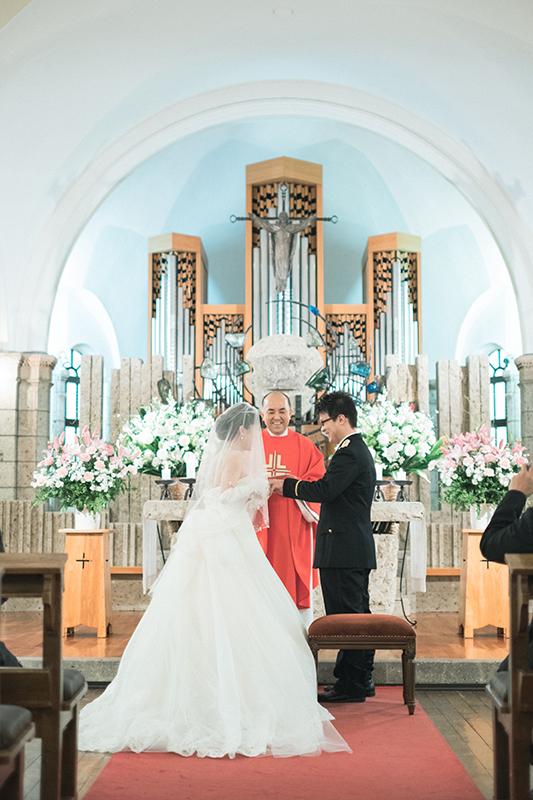 ウエディング、宇都宮の松が峰教会で挙式。指輪の交換