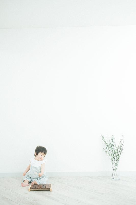 1歳バースデーフォト!まなかちゃん!木琴で遊ぶ