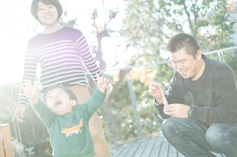 ゆうたくんファミリー!家族写真、テラスで