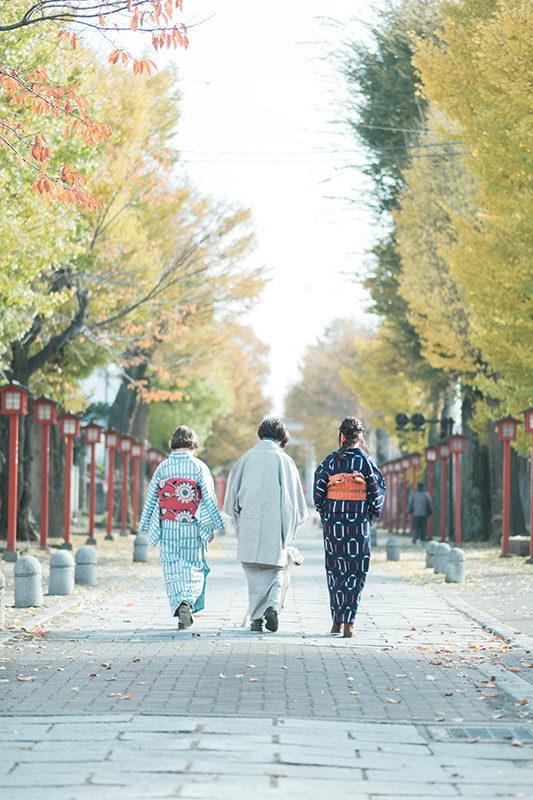 栃木県小山市、美容室Lab様プロモーション用モデル撮影、法人向け撮影イメージカット 着物の後ろ。ロケーションは小山市須賀神社。