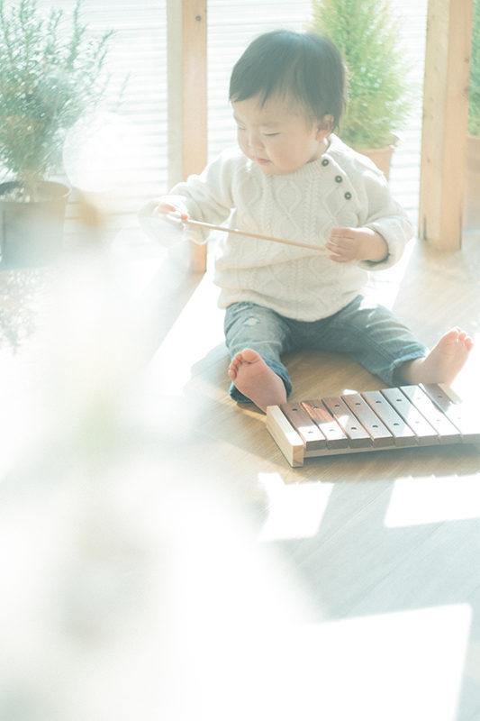バースデーフォト、そうやくん!木琴で遊ぶ