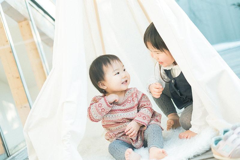 1歳バースデーフォト、みきちゃん!姉妹で夕暮れティピーテント