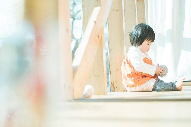 バースデーフォト、1歳、あずさちゃん!毛糸のボールで遊ぶ
