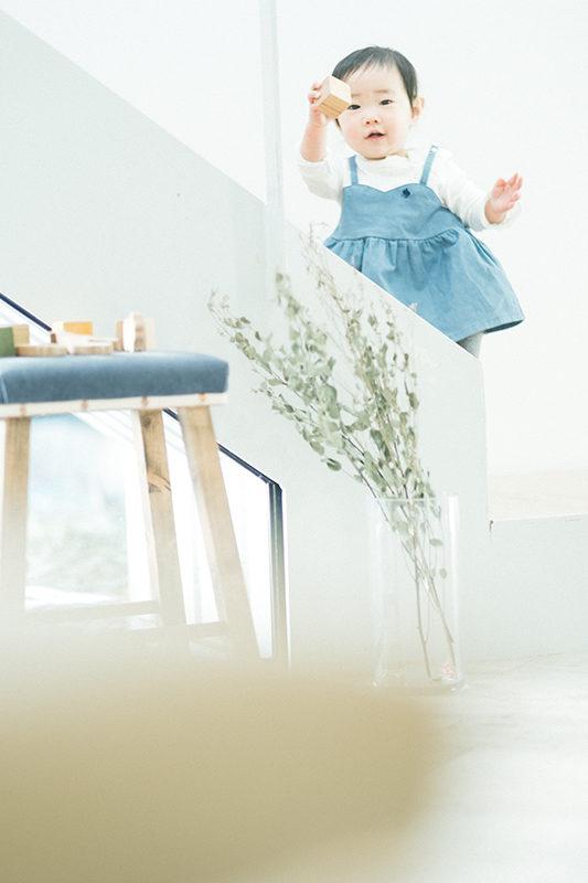 1歳バースデー、まほちゃん!階段で遊ぶ