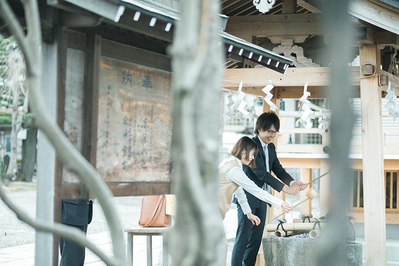 お宮参り出張ロケーション撮影、宇都宮八坂神社、りくくん!手水