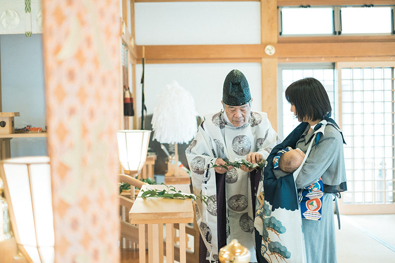 お宮参り出張ロケーション撮影、宇都宮八坂神社、りくくん!ご祈祷、玉串