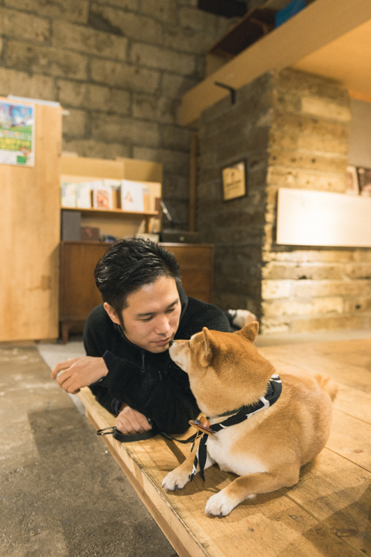 イケメン柴犬とおっさんフォトグラファーみずぬま