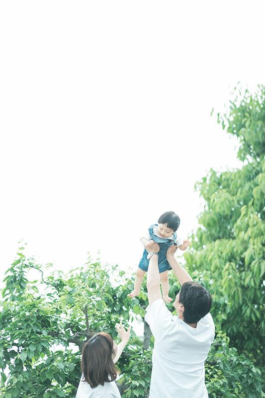 バースデー、ゆうまくん!家族写真、たかいたかい。本当に高い