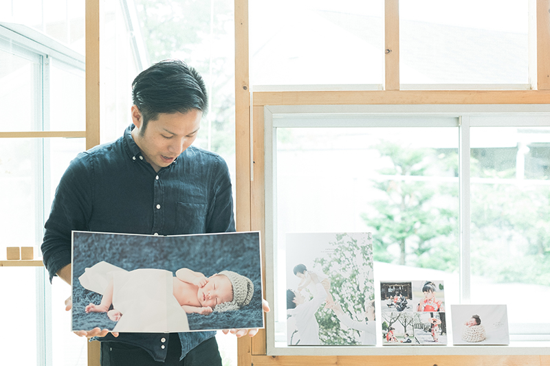 栃木県のフォトスタジオ、イマピクトのアイテムサンプル。等身大ニューボーンフォトのマウント、ボードアイテムなど