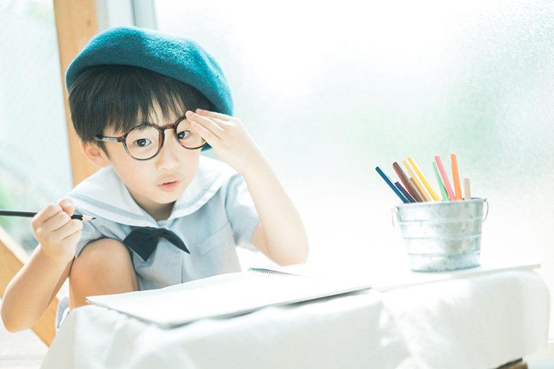 バースデーフォト、たくみくん!記念の園児服、お洒落帽子と眼鏡と