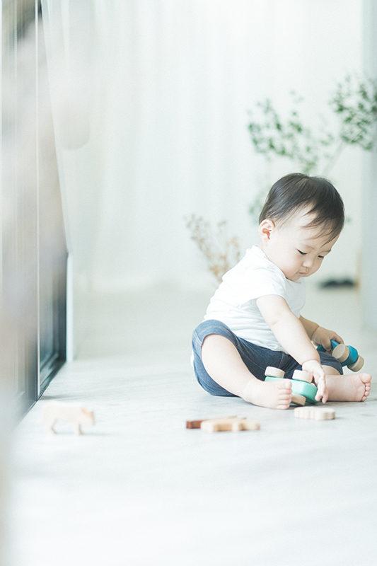 1歳バースデー、はるきくん!真剣に遊ぶ