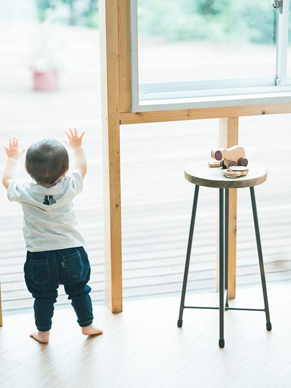 1歳バースデーフォト、たいすけくん!つかまり立ち