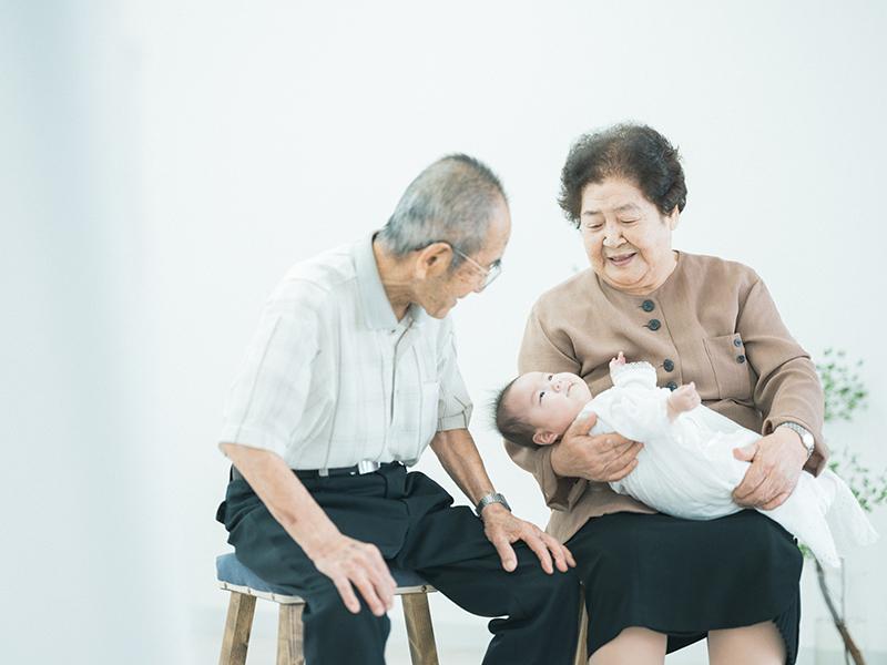 お宮参り、はるのちゃん!おじいちゃん、おばあちゃんと