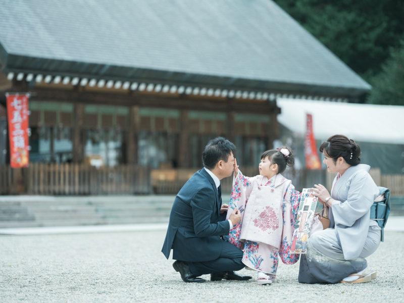 那須乃木神社、3歳七五三、うららちゃん!境内で家族写真