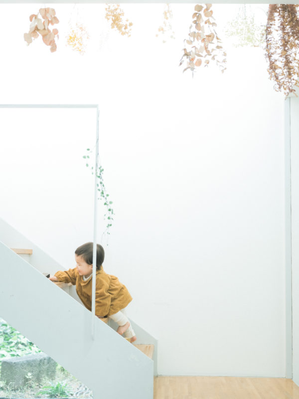 1歳バースデーフォト、りくくん!つかまり立ち、階段を上る