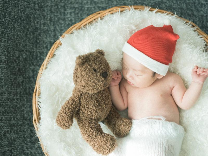 宇都宮、自宅出張撮影ニューボーンフォト、さくやくん!サンタさんと熊の人形