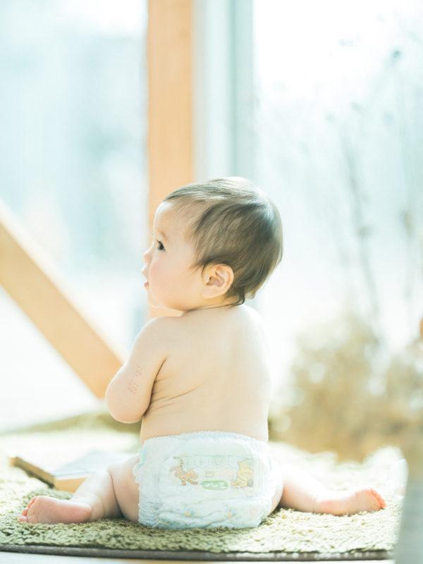 1歳バースデーフォト、ことみちゃん!はだかんぼ
