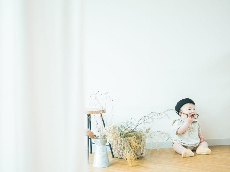 1歳バースデーフォト、りゅうじくん!お洒落メガネ