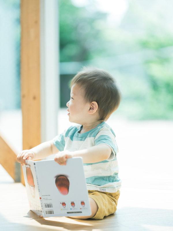 1歳バースデーフォト、そうたくん!絵本、だるまさんが