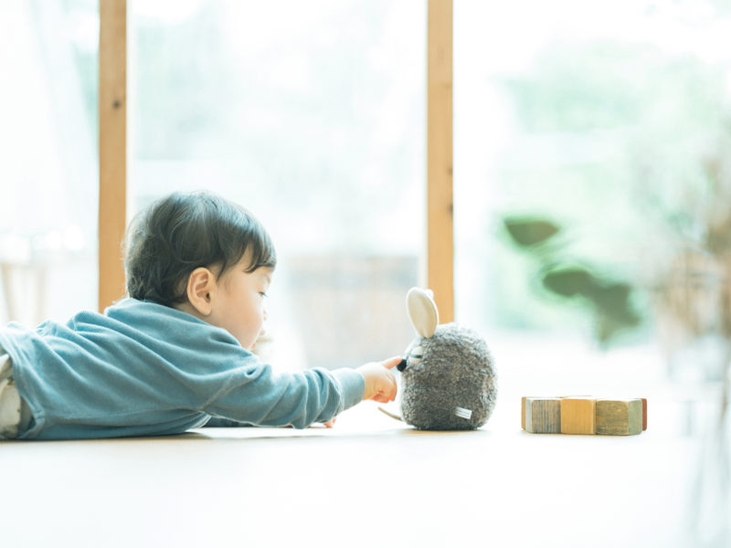 1歳バースデーフォト、けいちゃん!うつぶせ、フレデリック、可愛い仕草