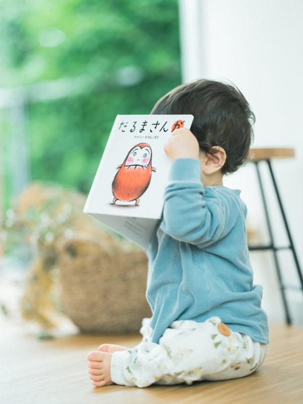 1歳バースデーフォト、けいちゃん!絵本、だるまさんが
