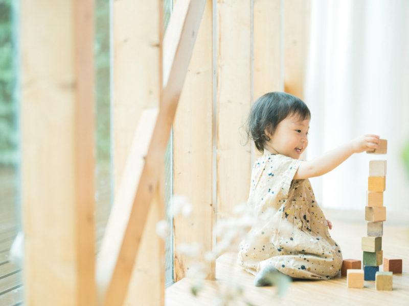 2歳バースデーフォト、つむちゃん!積み木で遊ぶ