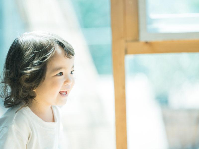 2歳バースデーフォト、こうちゃん!可愛いくせっ毛