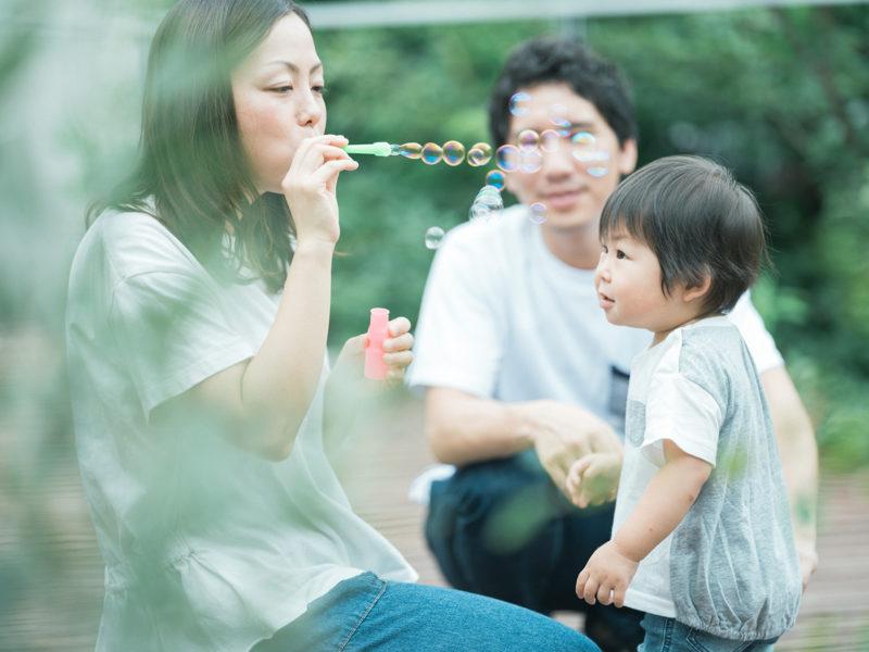 2歳バースデーフォト、あおいくん!家族写真、シャボン玉