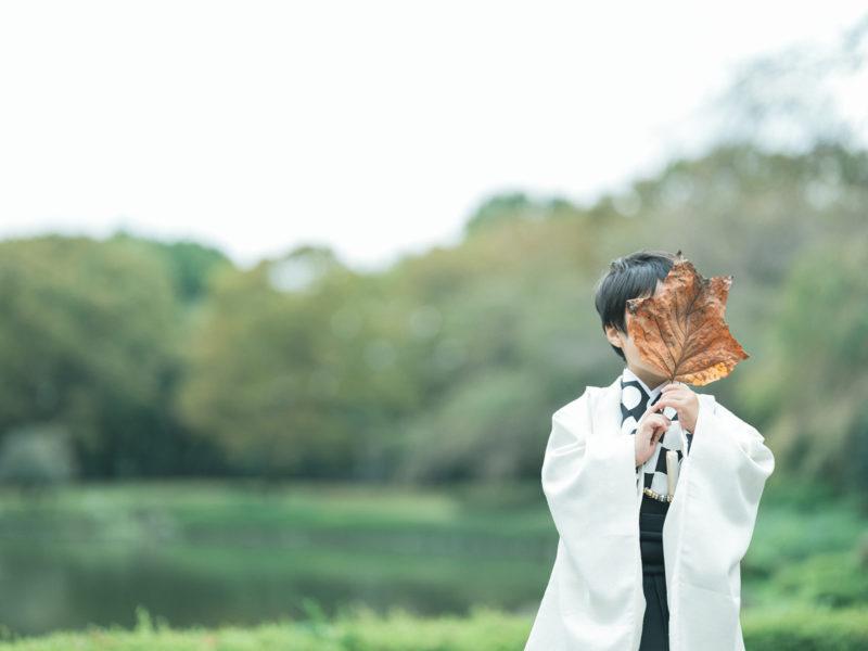5歳七五三、こうちゃん!中央公園ロケ!でかい落ち葉