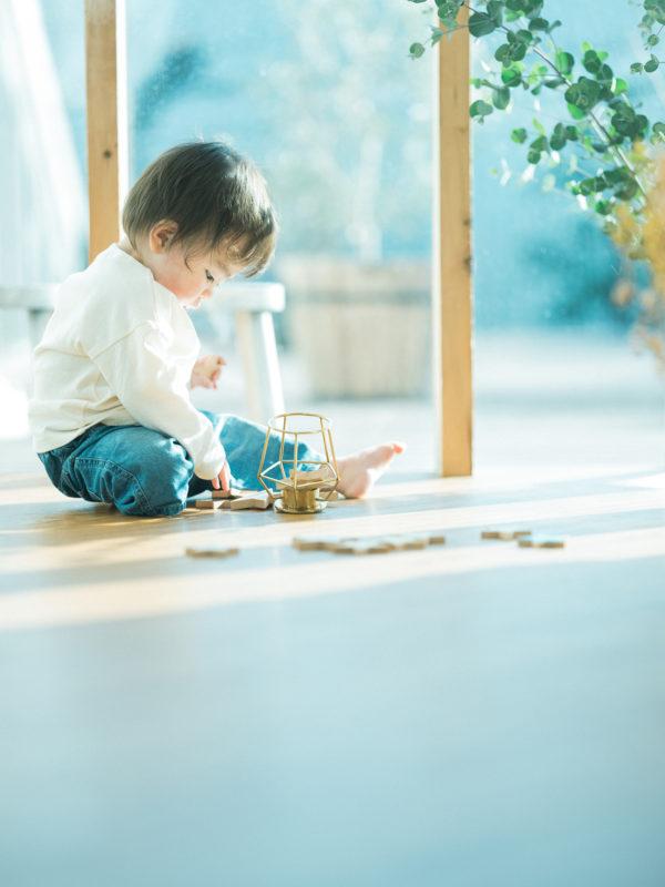 1歳バースデーフォト、たすくくん!おもちゃで遊ぶ