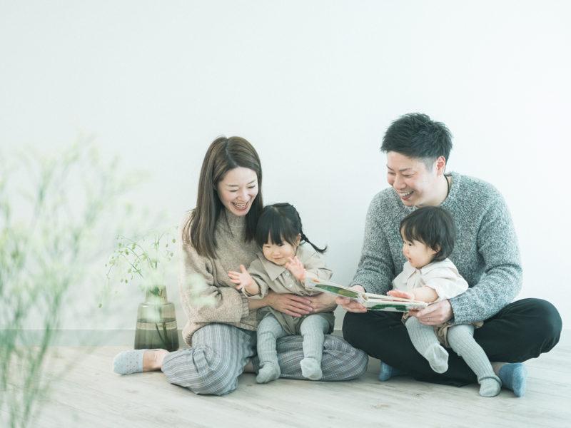 1歳双子バースデー、りほちゃん、さらちゃん!家族写真