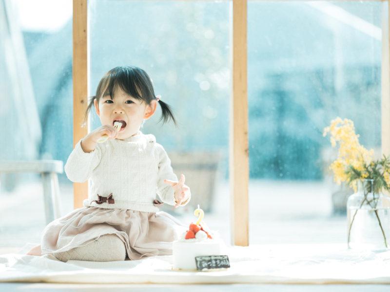 2歳バースデーフォト、みつきちゃん!ケーキ