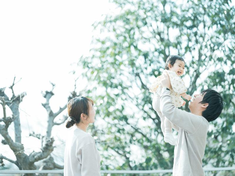 1歳バースデーフォト、ふゆちゃん!たかいたかい、家族写真