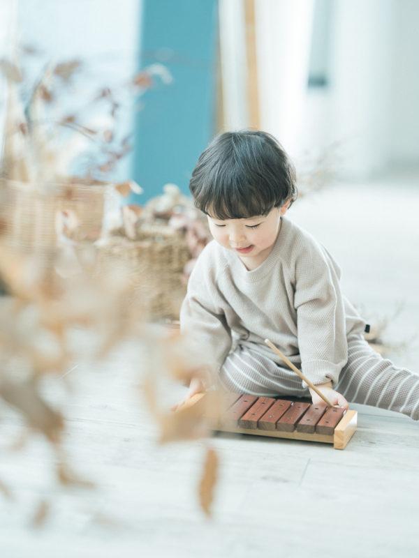 2歳バースデーフォト、ゆうまくん!木琴おもちゃ