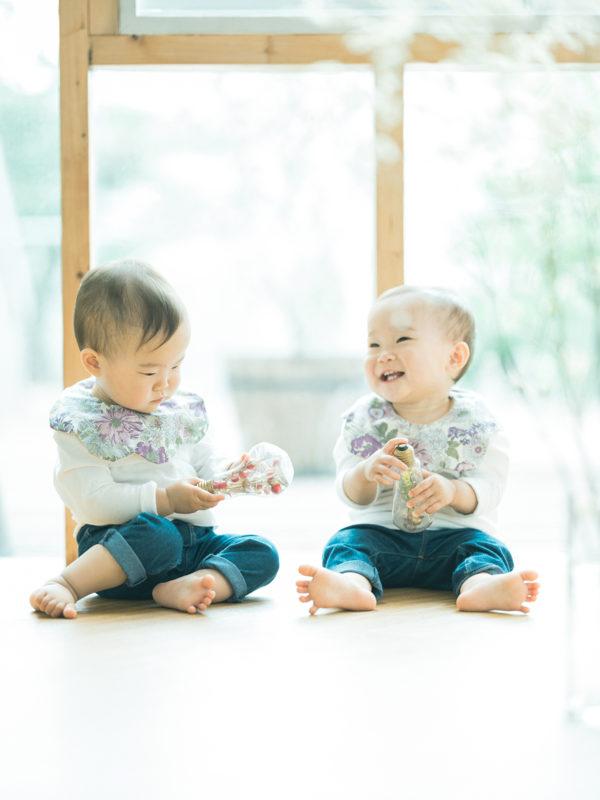 双子1歳バースデーフォト!お揃いコーデ