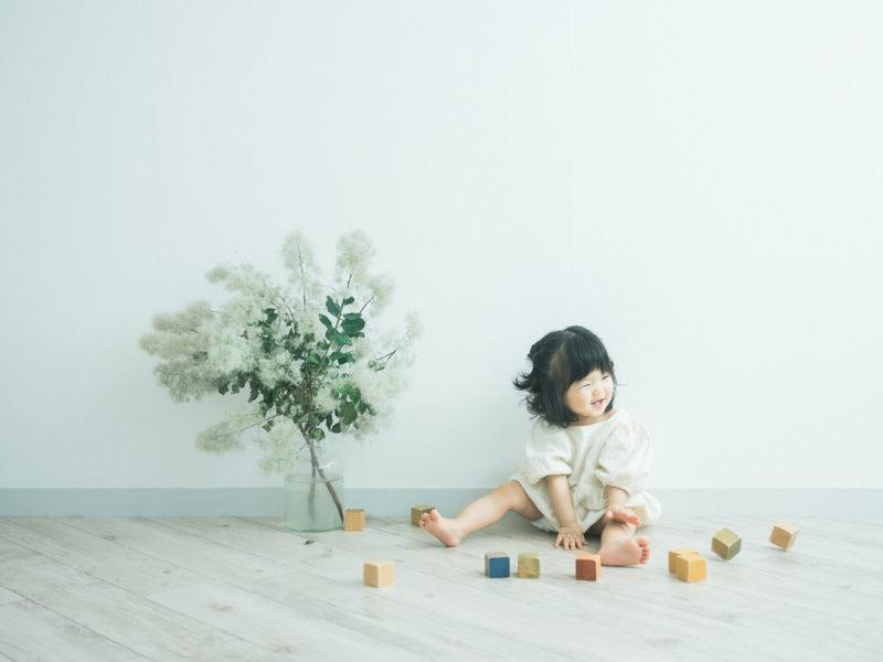 1歳バースデーフォト、さわちゃん!積み木