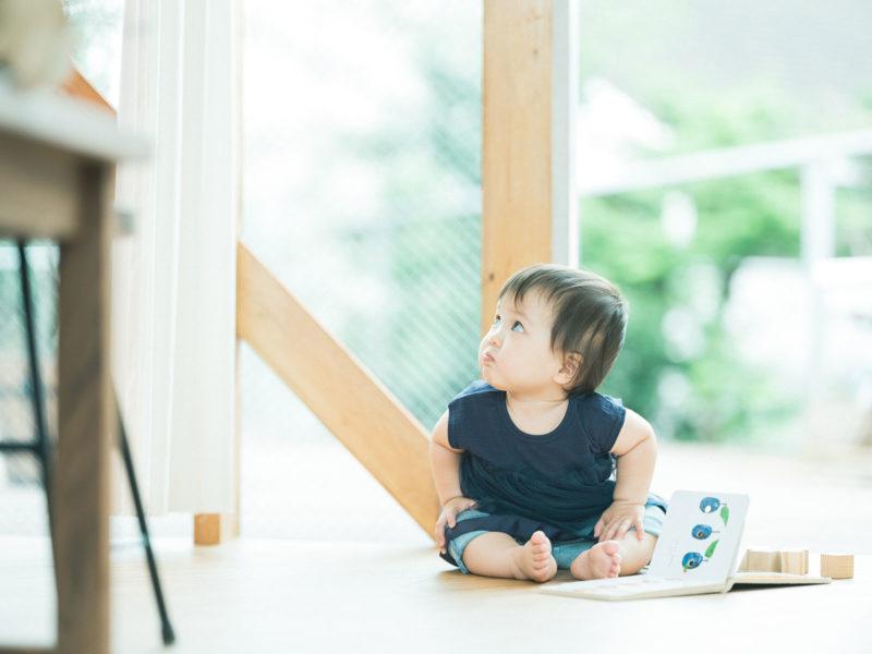 1歳バースデーフォト、らんちゃん!可愛い顔、絵本、はらぺこあおむし