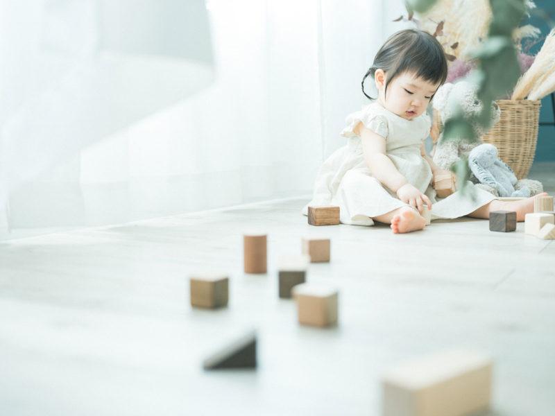 1歳バースデーフォト、ゆのちゃん!無垢の積み木