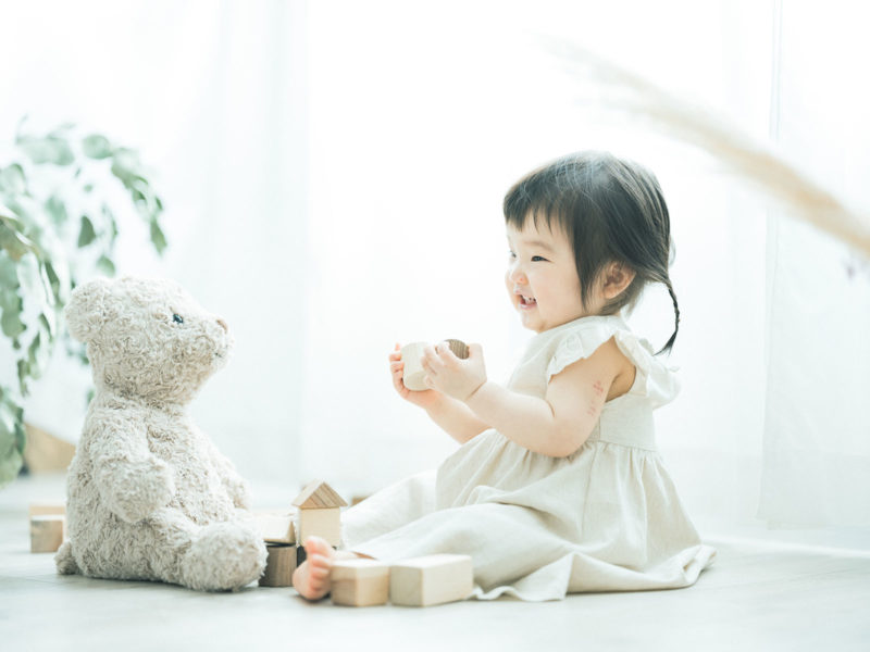 1歳バースデーフォト、ゆのちゃん!熊のぬいぐるみ